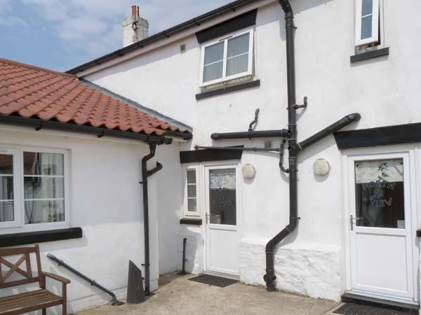 GREYSTONES, family cottage near beach, shared hot tub and sauna, patio, Barmston, Bridlington Ref 26227 - Image 1 - Bridlington - rentals