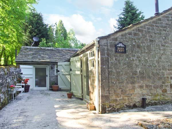 BARN CROFT, detached, single-storey stable conversion, woodburner, roll-top bath, near Baslow, Ref 26374 - Image 1 - Baslow - rentals