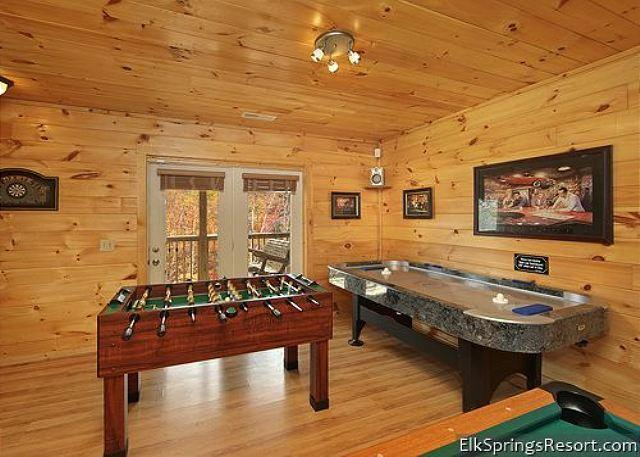 Luxury 2 Bedroom - Outdoor Firepit, Pool Table, Foosball, Air Hockey - Image 1 - Gatlinburg - rentals