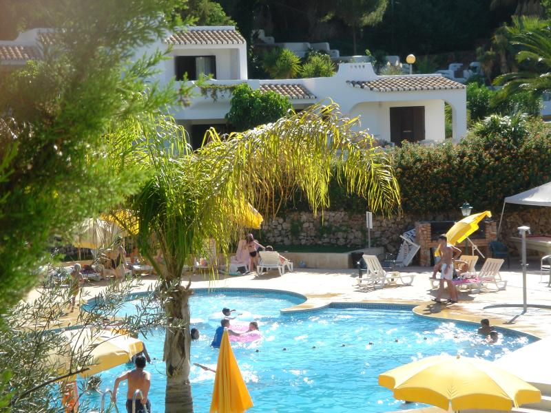 One of the communal swimming pools - 2 Bedroom Apartment in Club Albufeira Algarve - Santa Lucia - rentals