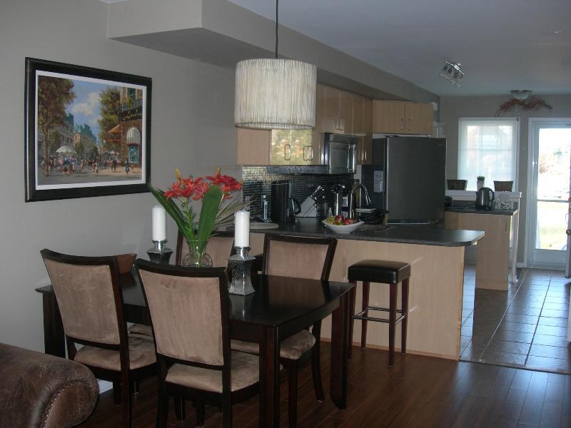 Dining room - Ski Season Rental, Collingwood, Ontario - Collingwood - rentals