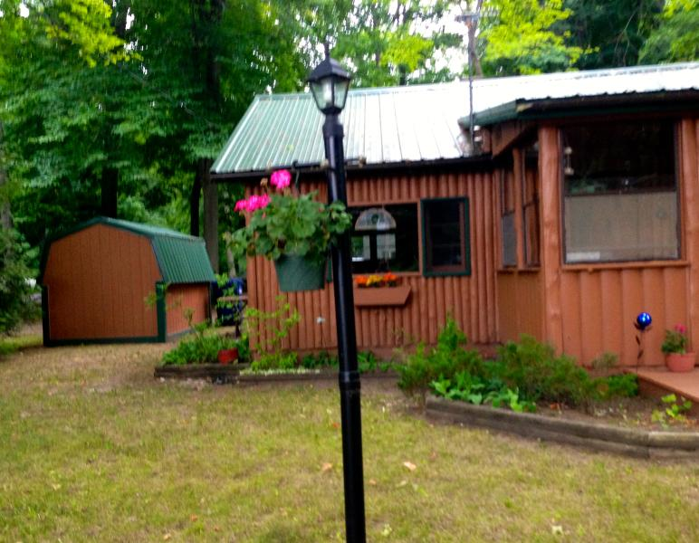Welcome to Our Pretty Cabin. - Adorable Log Cabin on Duck Lake Peninsula - Grawn - rentals