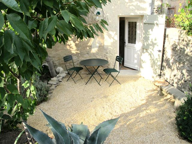 Sunny terrace in the walled garden. - Maison Siran - Siran - rentals