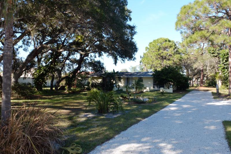 Front yard & driveway - Single Family Home on 1 acre! - Nokomis - rentals