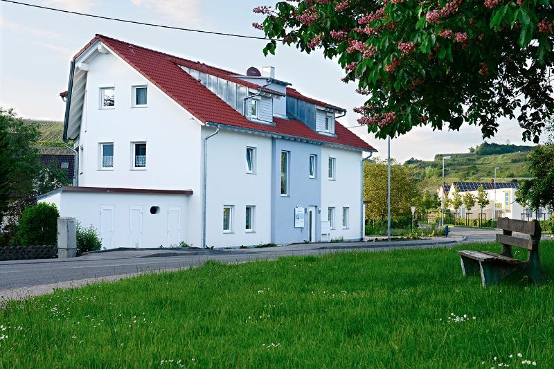 Kaiserstuhl: Haus am Bach building - braviscasa: Haus am Bach Kaiserstuhl - Vogtsburg im Kaiserstuhl - rentals