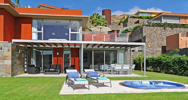 Holiday villa with jacuzzi in the Salobre Golf Resort - Image 1 - Maspalomas - rentals