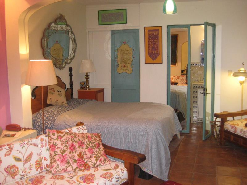 bed.closet.bath - San Miguel de Allende, Mexico Casita de Jardin - San Miguel de Allende - rentals
