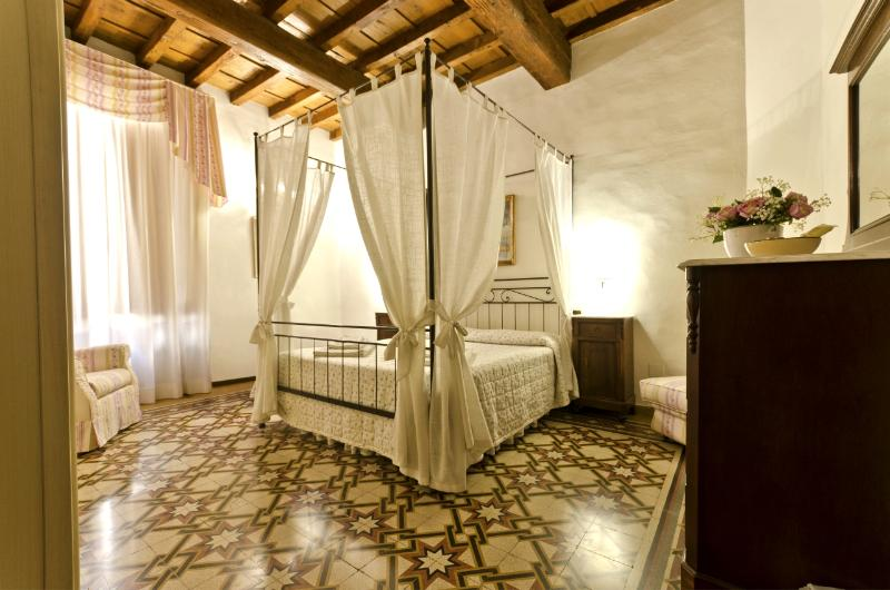 2 Bedroom Apartment at 14th Century Palace in Florence - Image 1 - Florence - rentals