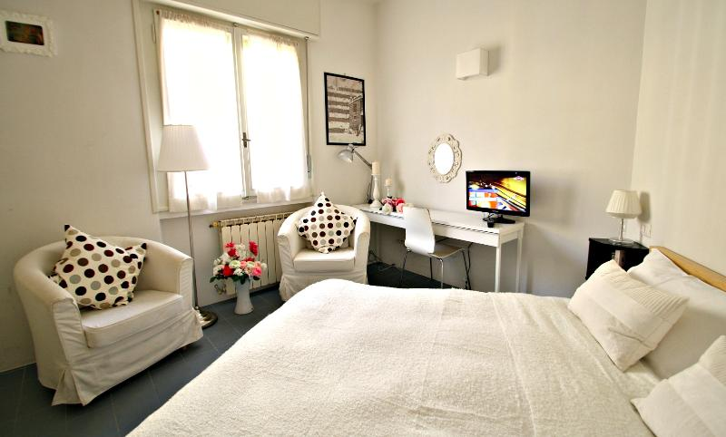 Ponte Vecchio Suite Rental in Florence, Tuscany - Image 1 - Florence - rentals