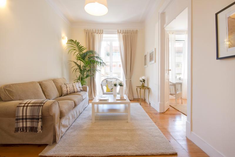 the cosy living room - Elegant & Cosy Lisbon Glow Apartment - Lisbon - rentals