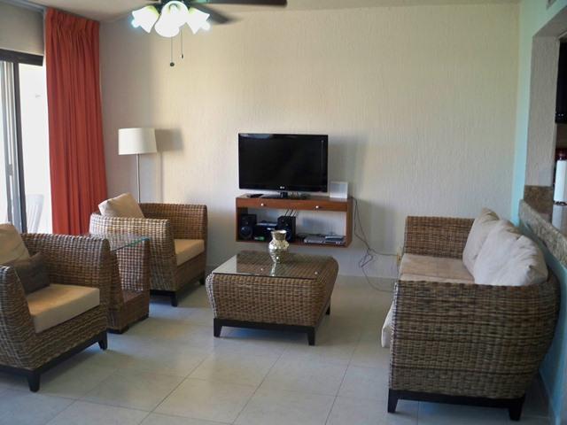 Living area - Puerto Aventuras: Charming ocean front studio in Chac Hal Al - Puerto Aventuras - rentals