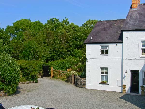 CARREG RHYS, romantic retreat, hot tub, roll-top bath, woodburner, near Malltraeth on Angelsey, Ref 24459 - Image 1 - Malltraeth - rentals