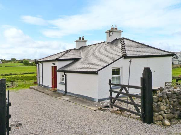 LYNSKEY'S COTTAGE, detached cottage, oil stove, rural location, near Ballyvary and Castlebar, Ref 25446 - Image 1 - Mayobridge - rentals