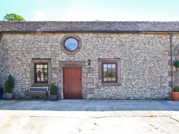 NUMBER 3, cosy barn conversion, flexible sleeping, country setting with picnic tables and duckpond, Biggin Ref 26453 - Image 1 - Derbyshire - rentals