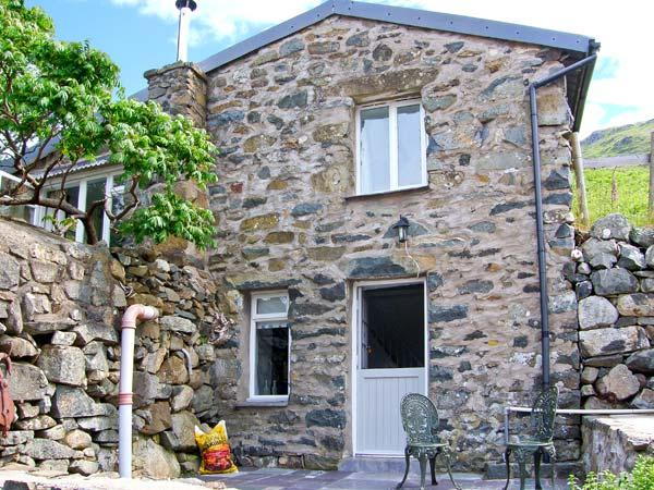 THE OLD DAIRY, multi-fuel stove, off road parking, patio area, ideal walking location, in Arthog, Ref 26663 - Image 1 - Arthog - rentals