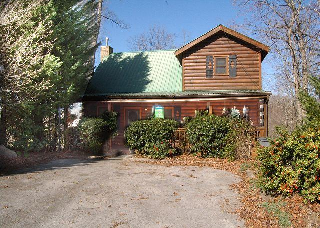 Antler Crossing #205- Outside View of the Cabin - 2 Bedroom Cabin Gnatty Branch Village Gatlinburg TN 6 miles from the Parkway - Sevierville - rentals