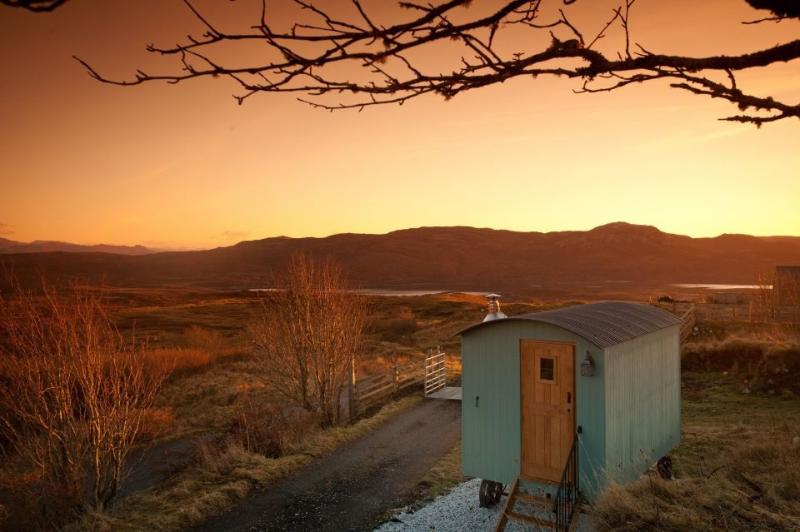 Bothan Beileag at sunset - Skye Shepherd Huts BOTHAN BEILEAG-unique peaceful - Ord - rentals