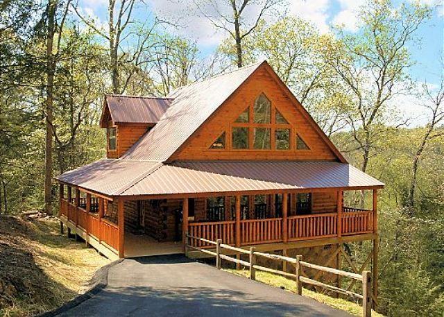 Beautiful cabin located between Pigeon Forge and Gatlinburg. - Luxury 2bedroom Resort cabin 5 miles from downtown Gatlinburg & Pigeon Forge - Sevierville - rentals