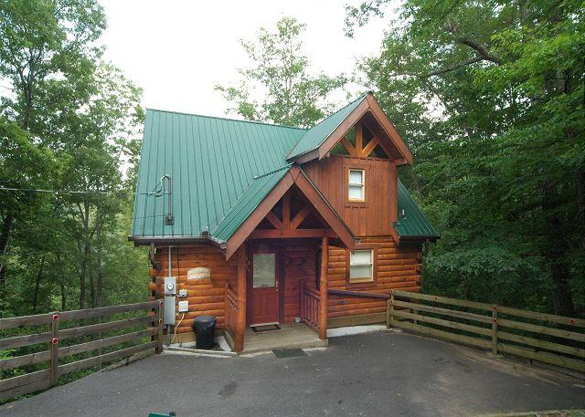 A private family friendly cabin in the Smoky Mountains - Private 2 bedroom Cabin 5 miles from town Gatlinburg & Pigeon Forge TN - Sevierville - rentals