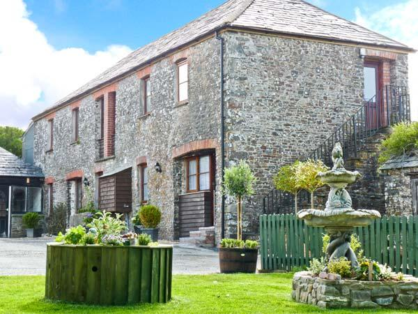 BRAMBLE COTTAGE, first floor apartment, shared garden with BBQ area and fishing lakes, in Hartland, Ref 27039 - Image 1 - Hartland - rentals