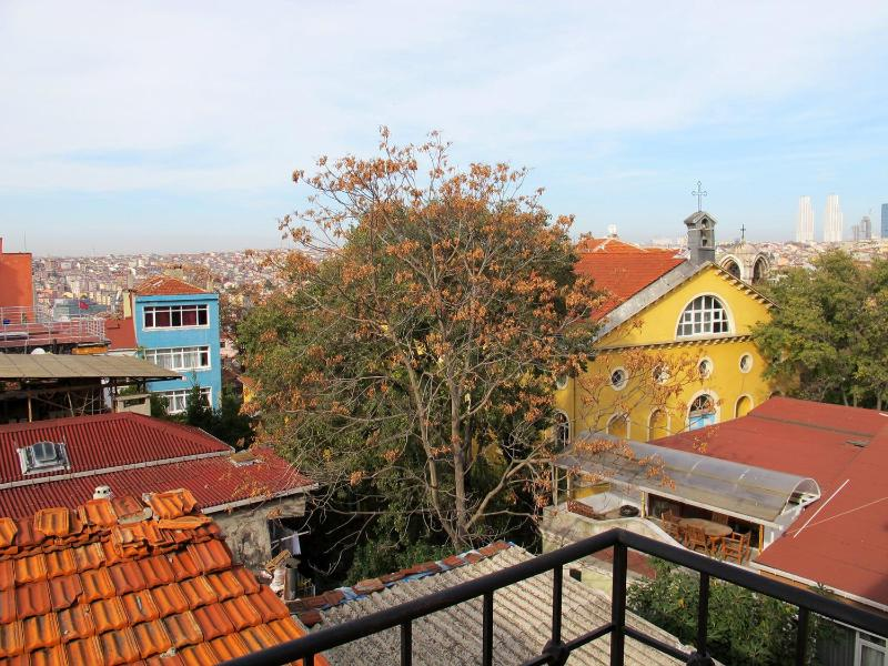 City view from the apartment. - PHOTOGRAPHER'S PAD w/City view 5 min to TAKSIM - Istanbul - rentals