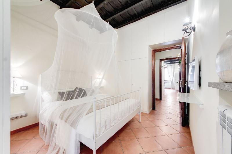 Enchanting apartment with terrace near the Roman Forum - Image 1 - Rome - rentals