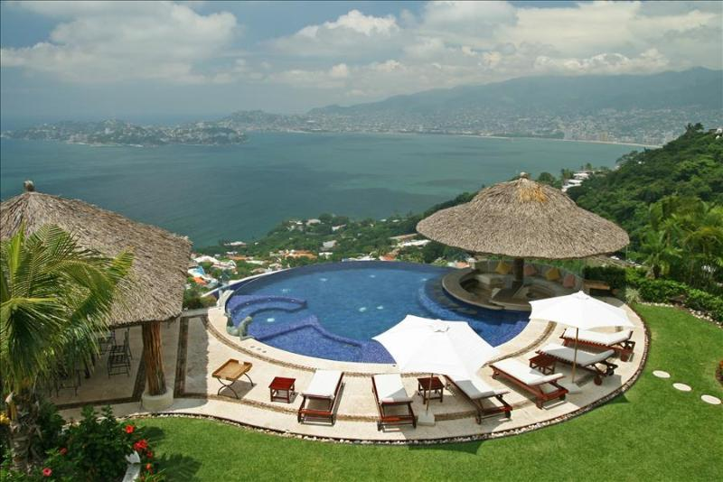 ACA - ARE05  - Mediterranean  design, breathtaking views of the ocean - Image 1 - Acapulco - rentals