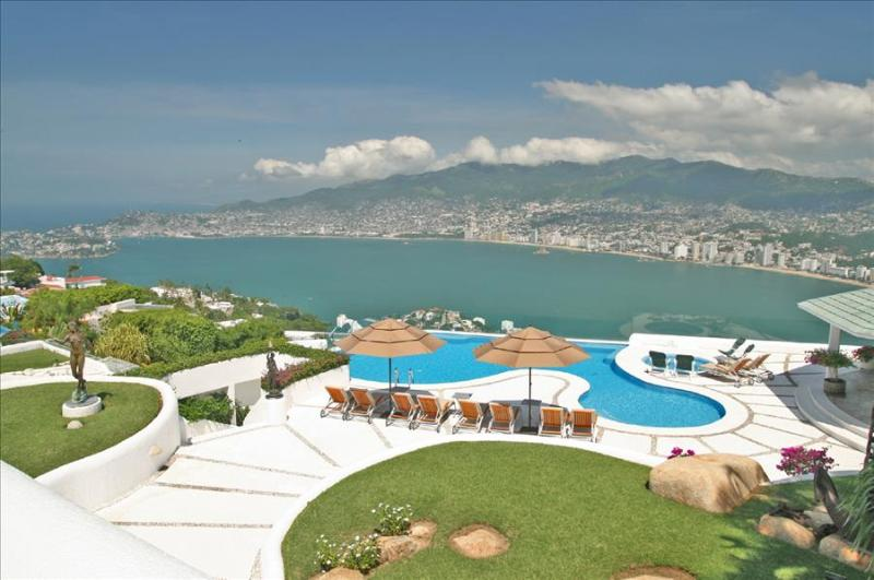 ACA - AML06  - Cozy and stylish property, at the top of the Hill, marvelous bay and ocean views. - Image 1 - Acapulco - rentals