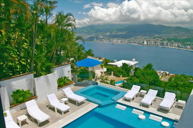 ACA - VLP06  - Great pool deck with spectacular views - Image 1 - Acapulco - rentals