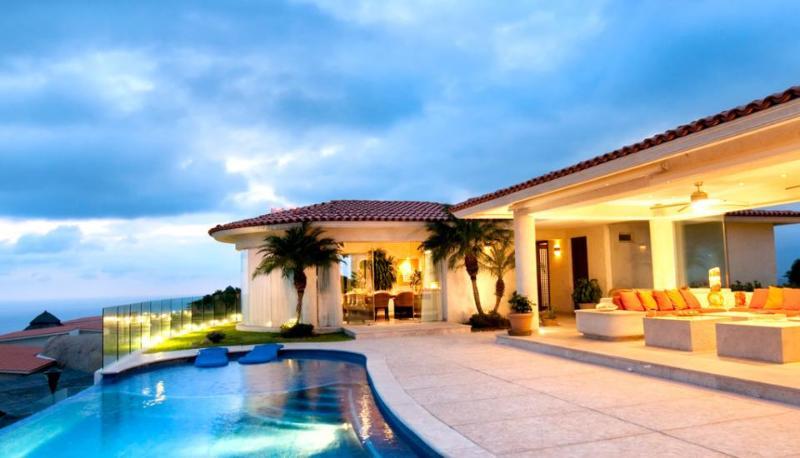 ACA - AQU07  -Beautiful house, exclusive location, marvelous views, modern decoration & amenities - Image 1 - Acapulco - rentals
