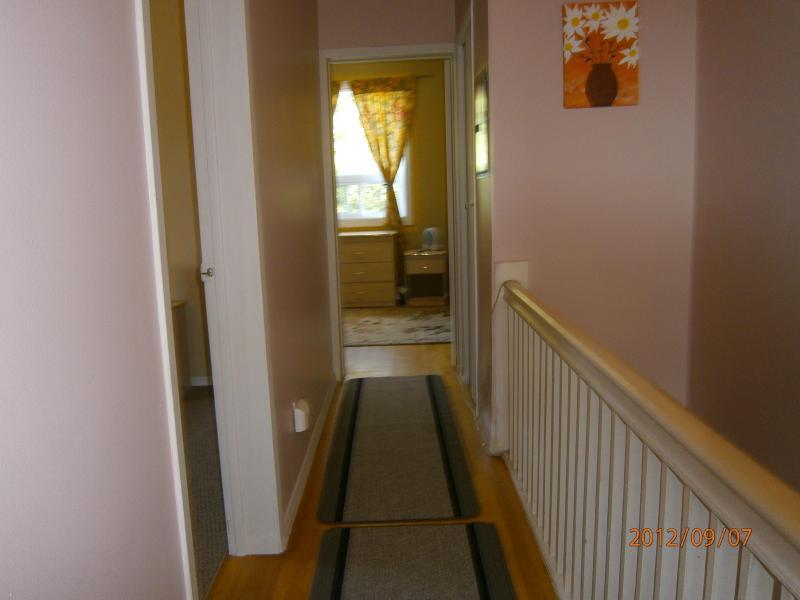 Corridor - Top floor for 3 - Toronto - rentals