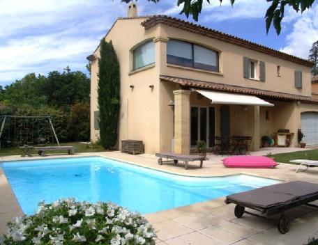 Holiday rental Villas Puyricard (Bouches-du-Rhône), 170 m², 2 600 € - Image 1 - Puyricard - rentals