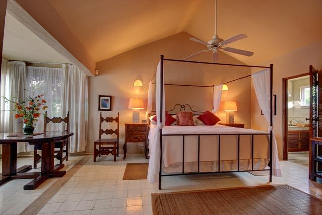 Affordalbe 3 Bedroom home, private pool, steps from the beach and walking distance to town - Image 1 - Playa del Carmen - rentals