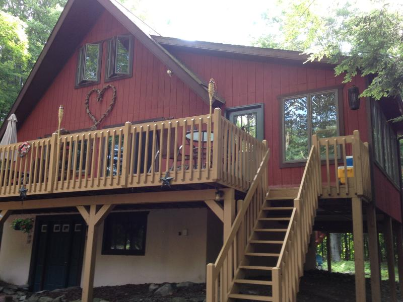 The Love Nest - Love NESTING in the SUMMER - Lake Ariel - rentals