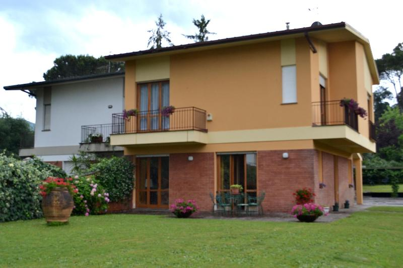 Ideal house to visit Tuscany between Lucca - Pisa - Image 1 - Lucca - rentals