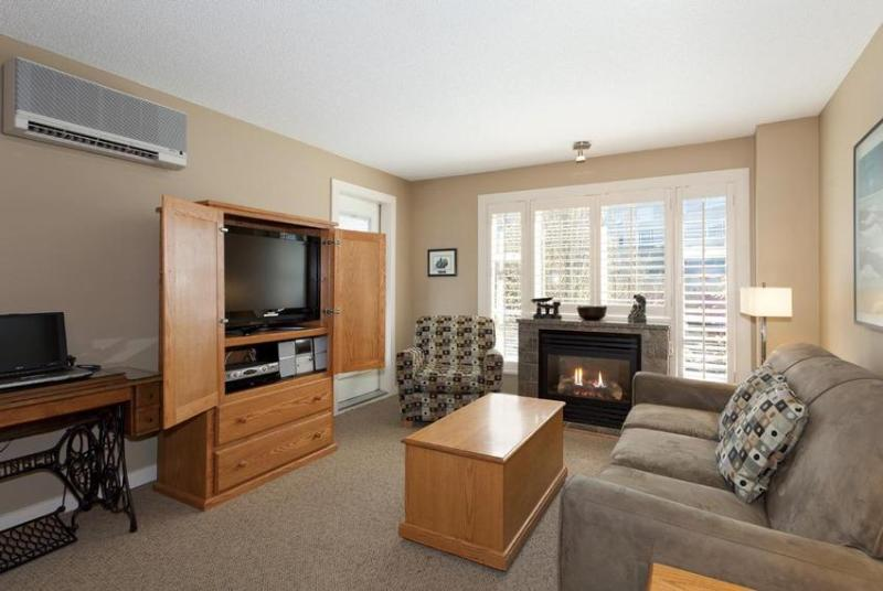 Large open concept: kitchen and living area with balcony - Whistler Ideal Accommodations: Large 2 bedroom Ski in ski out - Whistler - rentals