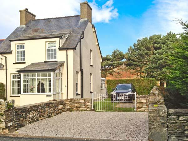 TY'R YSHOL, pet-friendly cottage with hot tub, woodburners, by golf course, Morfa Bychan Ref 26167 - Image 1 - Morfa Bychan - rentals