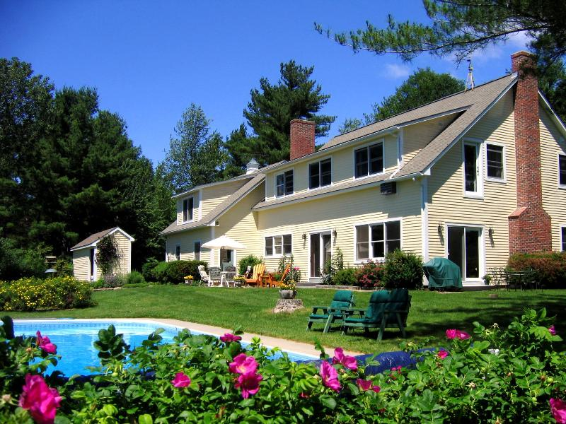 House and Pool - Beautiful Vermont country 1 room Bed & Breakfast . - North Ferrisburg - rentals