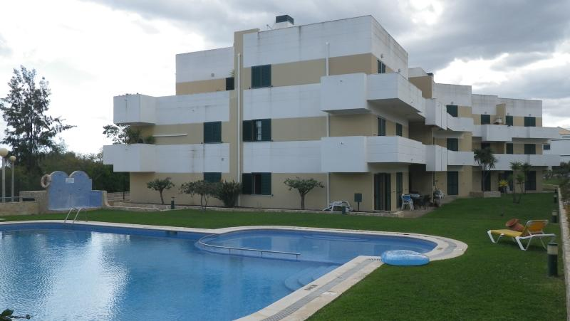 Outside view of apartment and pool - Beautiful 2 Bedroom Apartment w/swimming pool - Faro District - rentals
