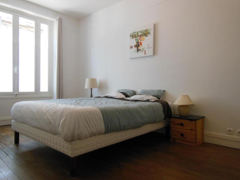 Master Bedroom - Fully Renovated 2 Bedrooms Apartment with Modern D - Paris - rentals