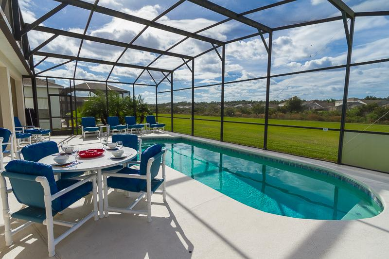 Lots of space for dining by the pool - Luxury 5 bedroom Orlando villa with private pool. - Davenport - rentals