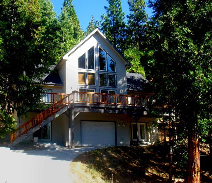 from the street - Yosemite Alpine Hut Upstairs - Yosemite National Park - rentals