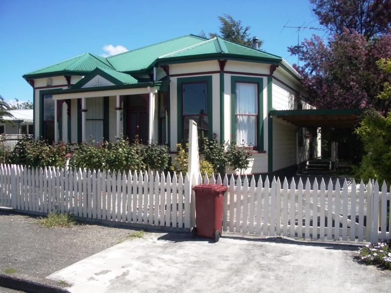 "Street view of Cottage - Martinborough's ""Rose Cottage"" B&B - Martinborough - rentals"