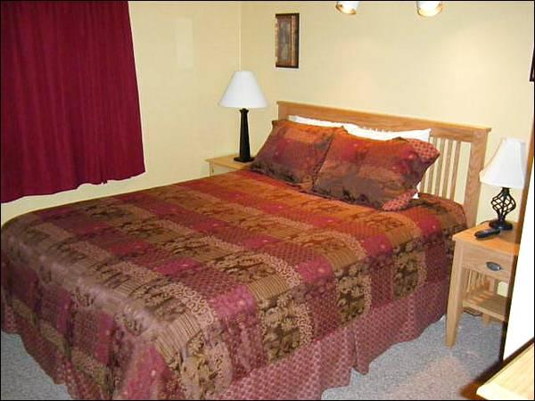 Bedroom Includes a Queen Bed - Cozy Accommodations, Great Amenities - Close to Summer Activities, Too (1354) - Crested Butte - rentals