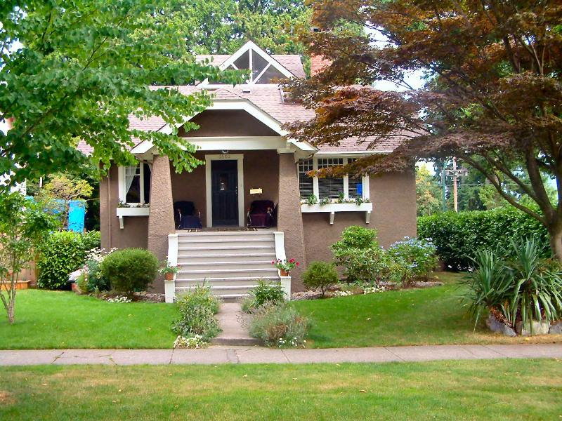Front of House - Beautiful Vancouver - Convenient Dunbar Location - Vancouver - rentals