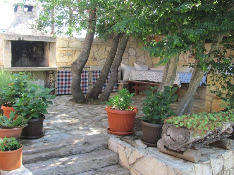 BARBECUE PLACE - Stone hause in Pula - Pula - rentals