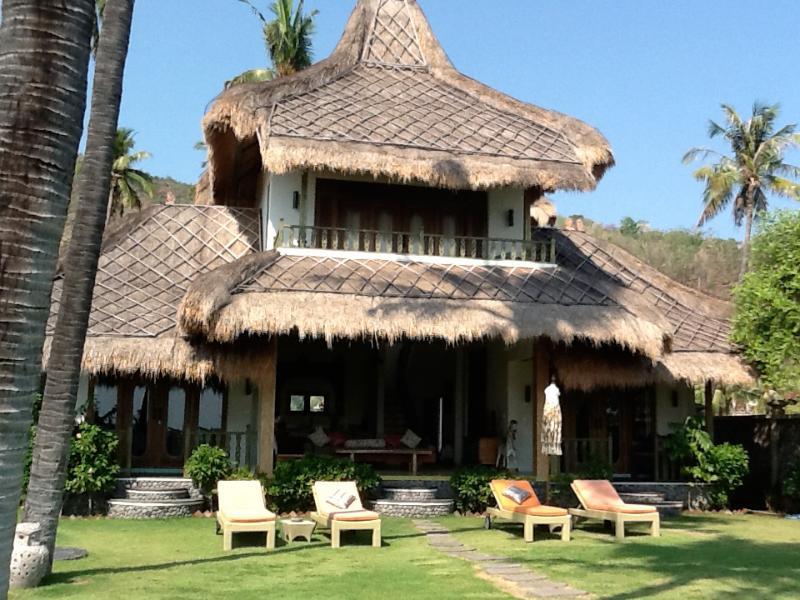 Perfumed Garden, alang alang roof's, spacious garden - The Perfumed Garden, an Ocean Front Villa in Amed - Amed - rentals