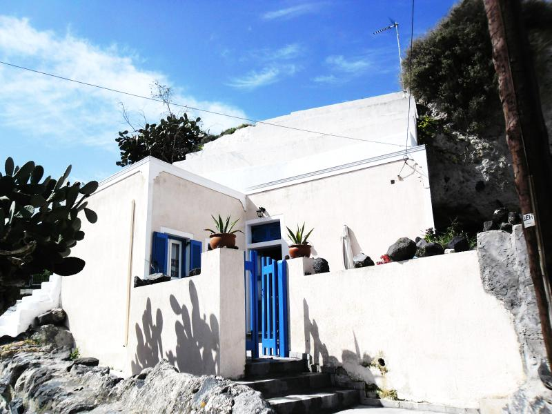 Traditional Bioclimatic Cave house in Santorini - Image 1 - Santorini - rentals