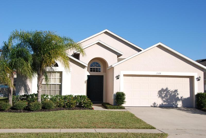 Front of Villa - Lakeside Villa will pool/spa minutes from Disney - Clermont - rentals