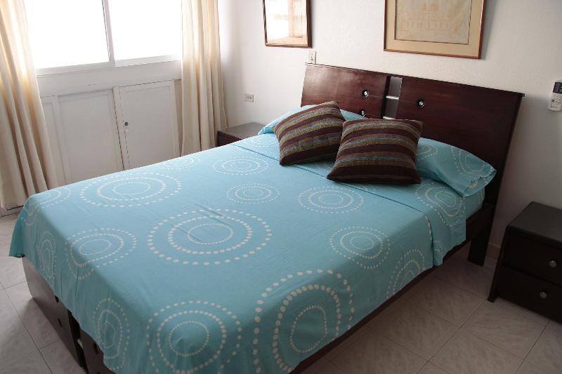 Bedroom - Clean and Cozy Define Us; 2 Min Walk to the Beach. - Cartagena - rentals